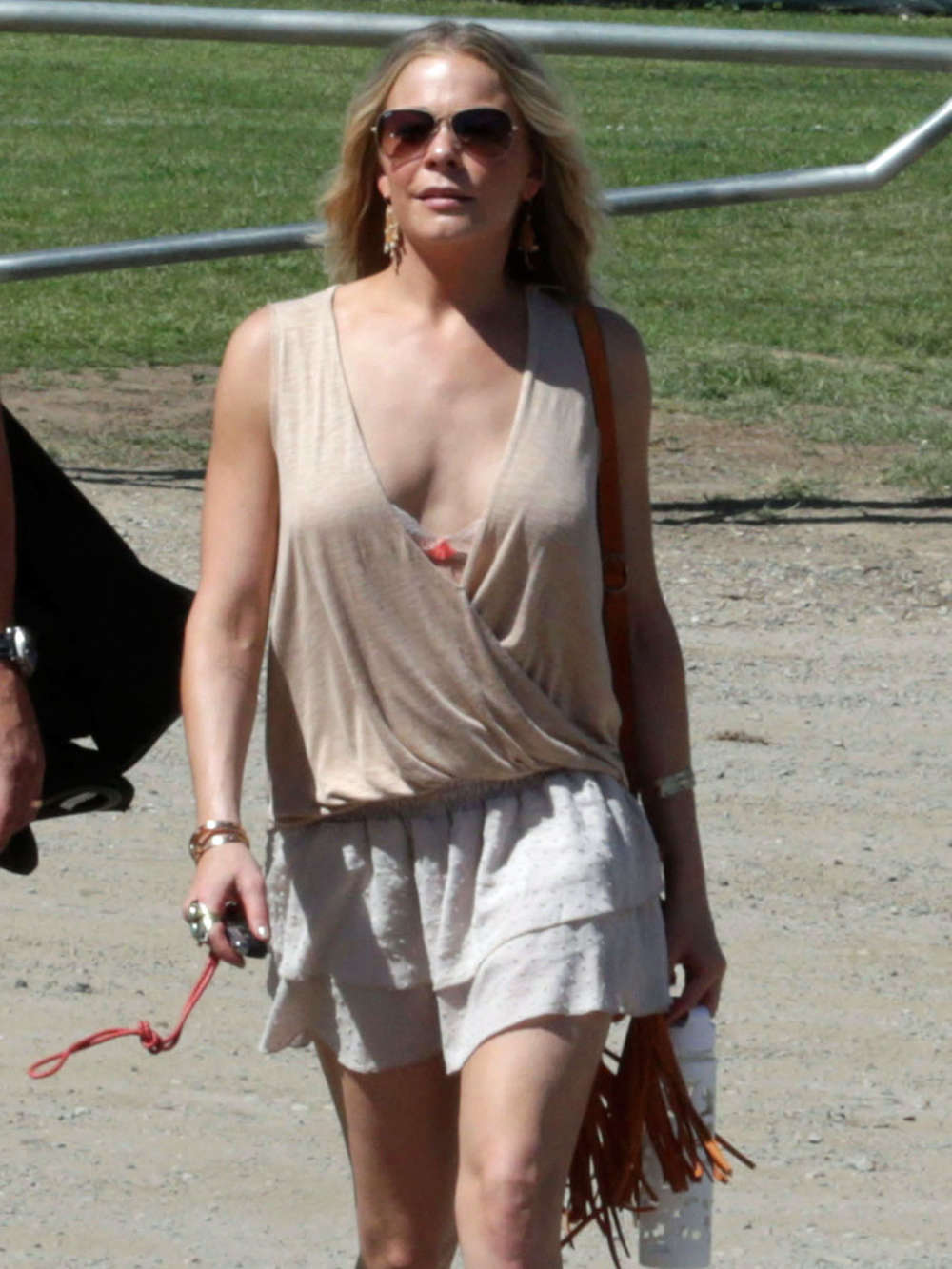 LeAnn Rimes Leggy in Short Skirt 09  GotCeleb