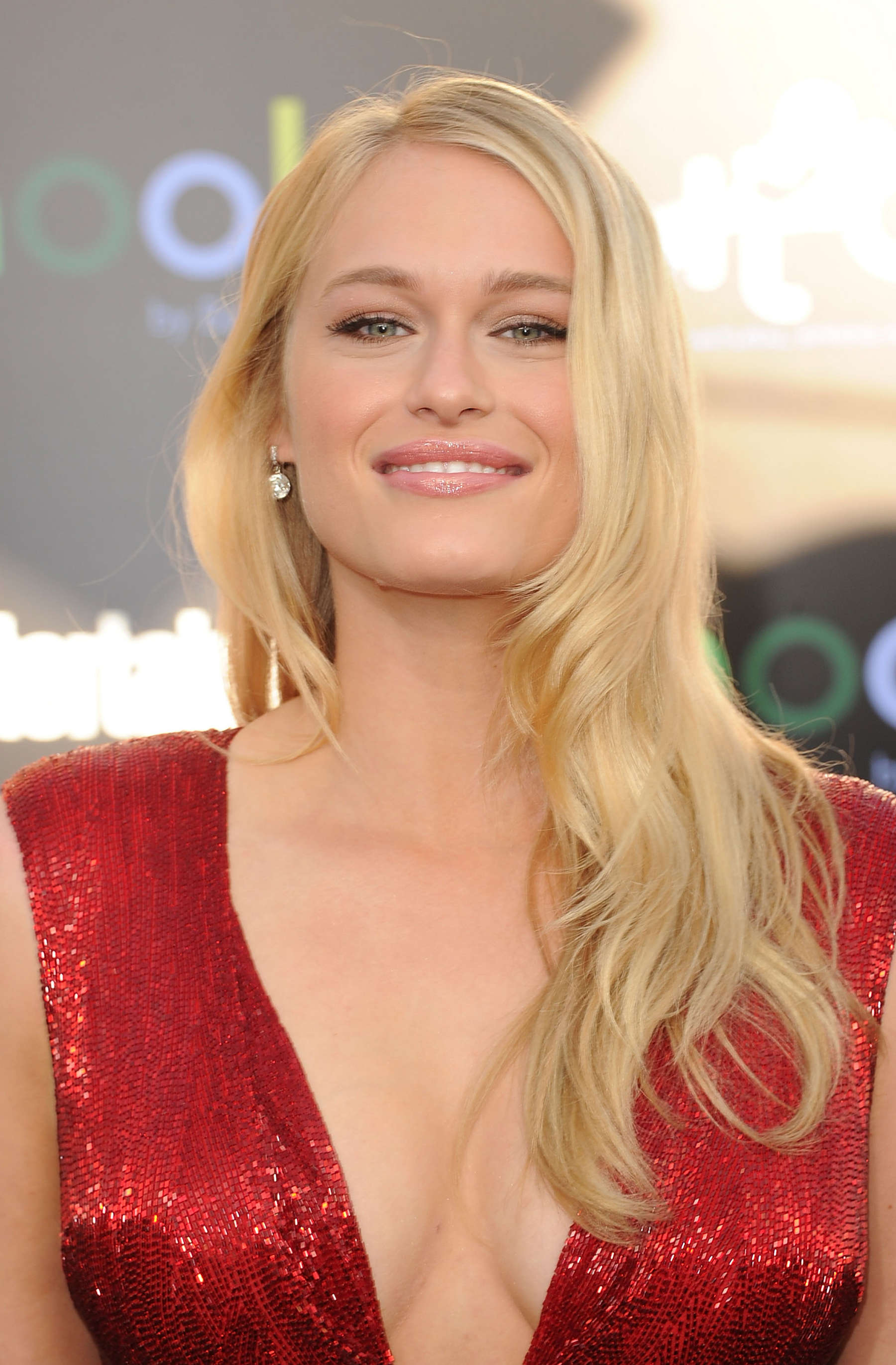 Cute Wallpaper Floral Leven Rambin Hot At The Hunger Games 15 Gotceleb