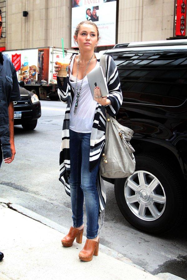 Miley-cyrus-candids-in-york-07 Gotceleb