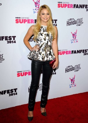 Olivia Holt - 2014 Vevo CERTIFIED SuperFanFest -12