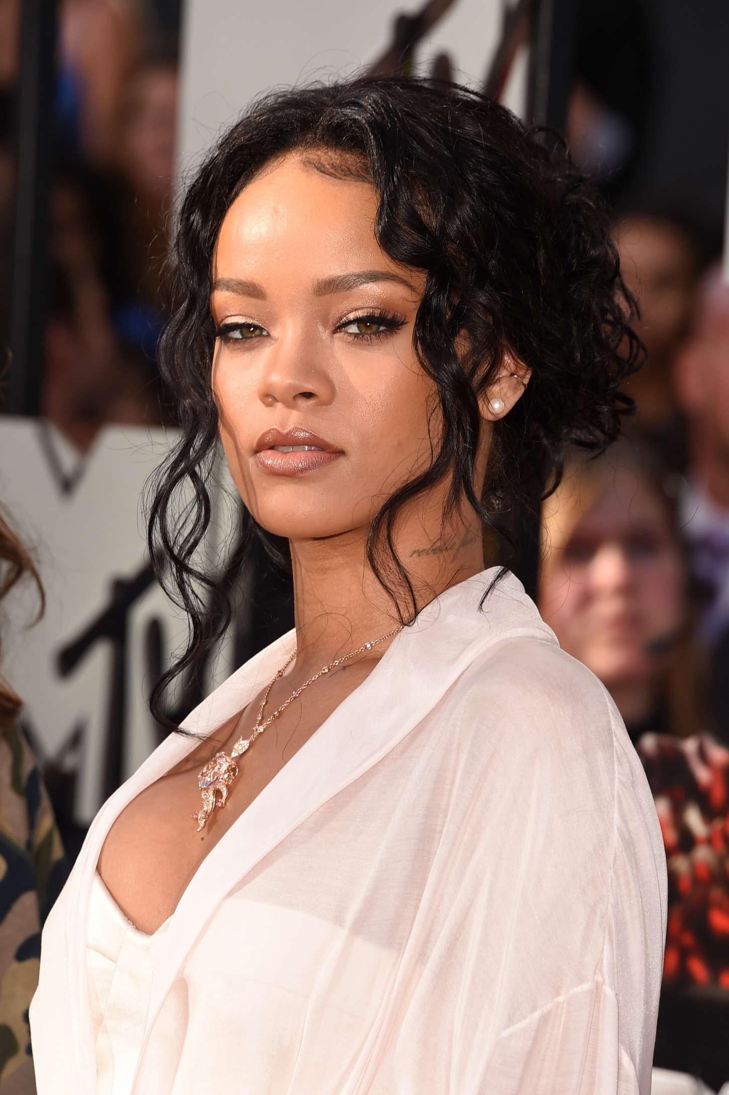 Rihanna 2014 MTV Movie Awards 03  GotCeleb