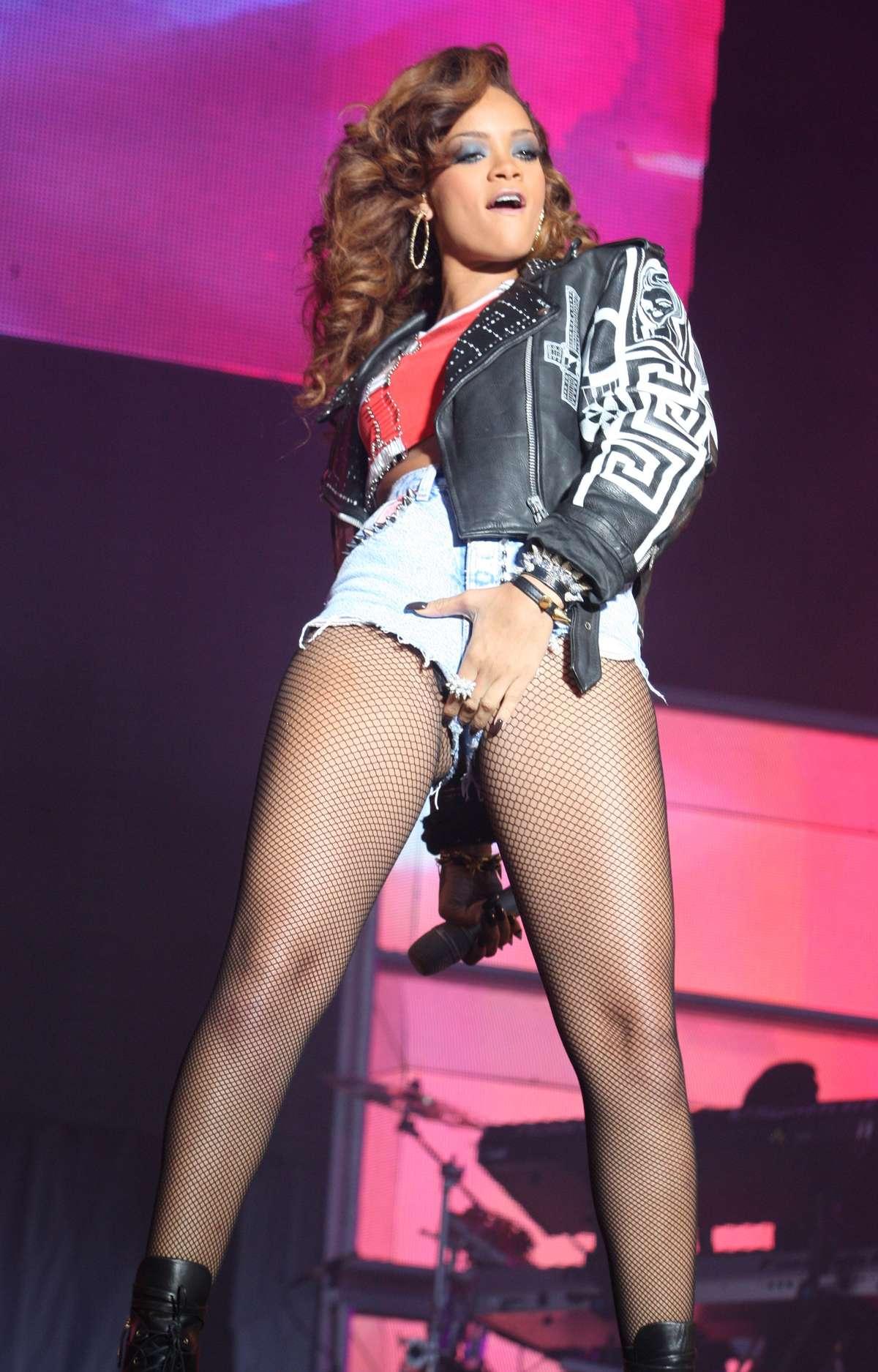 Rihanna – Concert Pics From V Festival 2011 in Weston Park