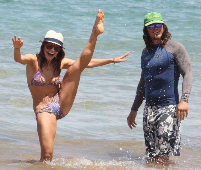 Sarah Shahi In Bikini At The Beach In Hawaii Hq 08