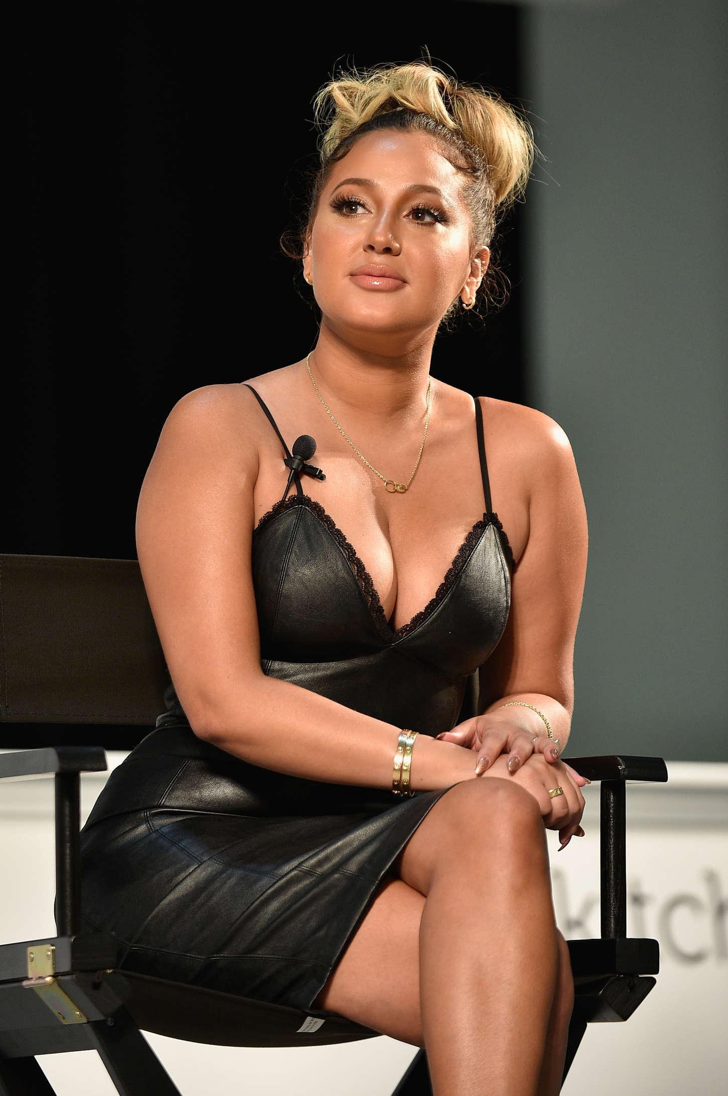 Adrienne Bailon Latina Beauty Hair Amp Wellness Expo In