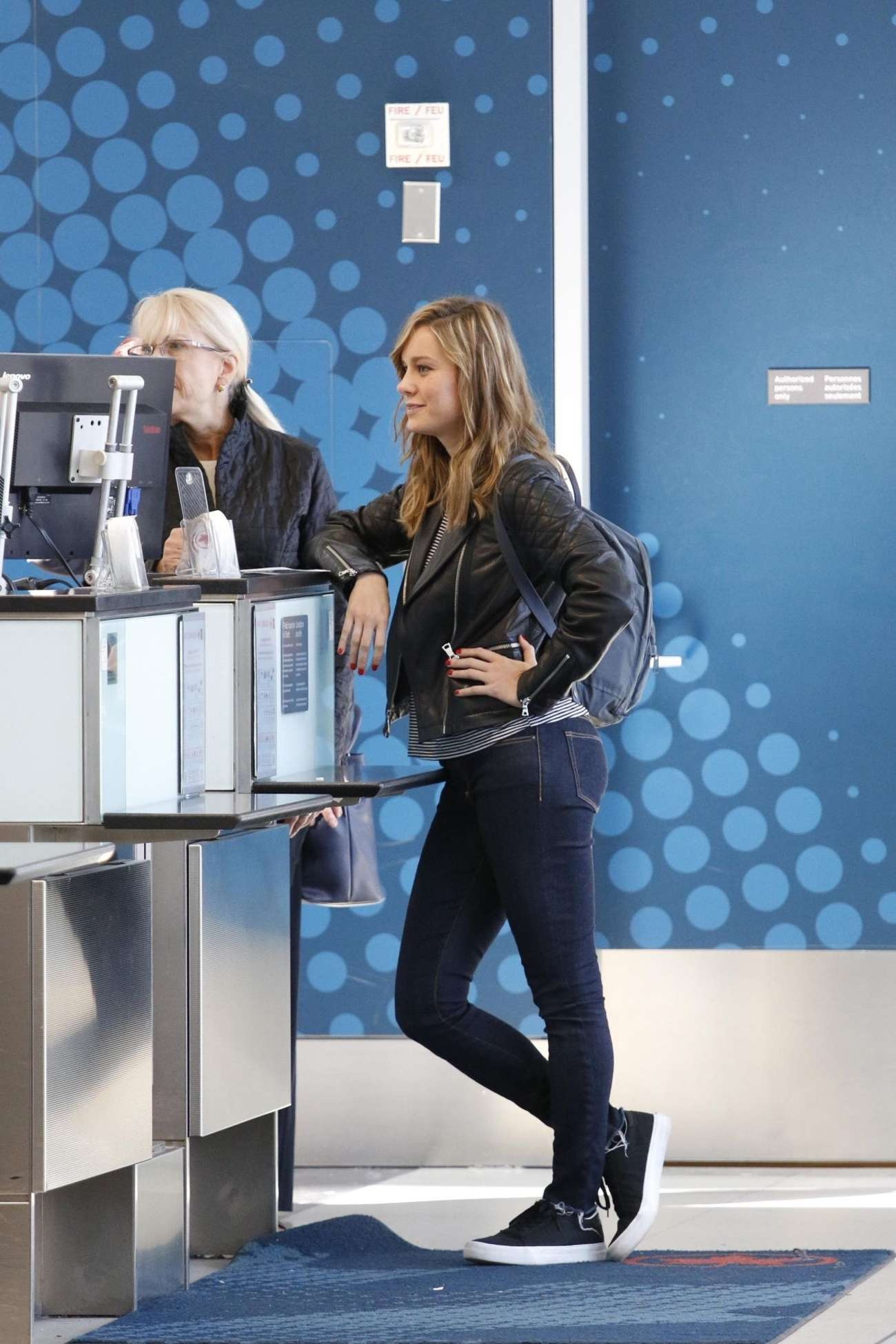 Brie Larson in Jeans at Toronto International Airport 01