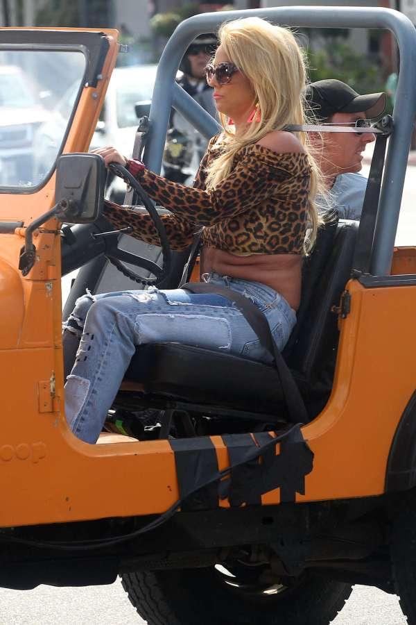 Britney Spears 'pretty Girls' Music Video Set In La