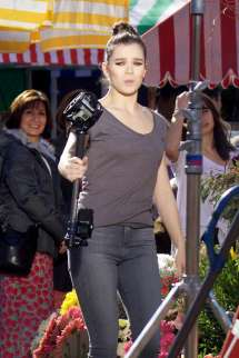 Hailee Steinfeld Filming Pitch Perfect 3 In Atlanta