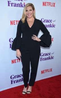June Diane Raphael Grace And Frankie Season 3 Premiere