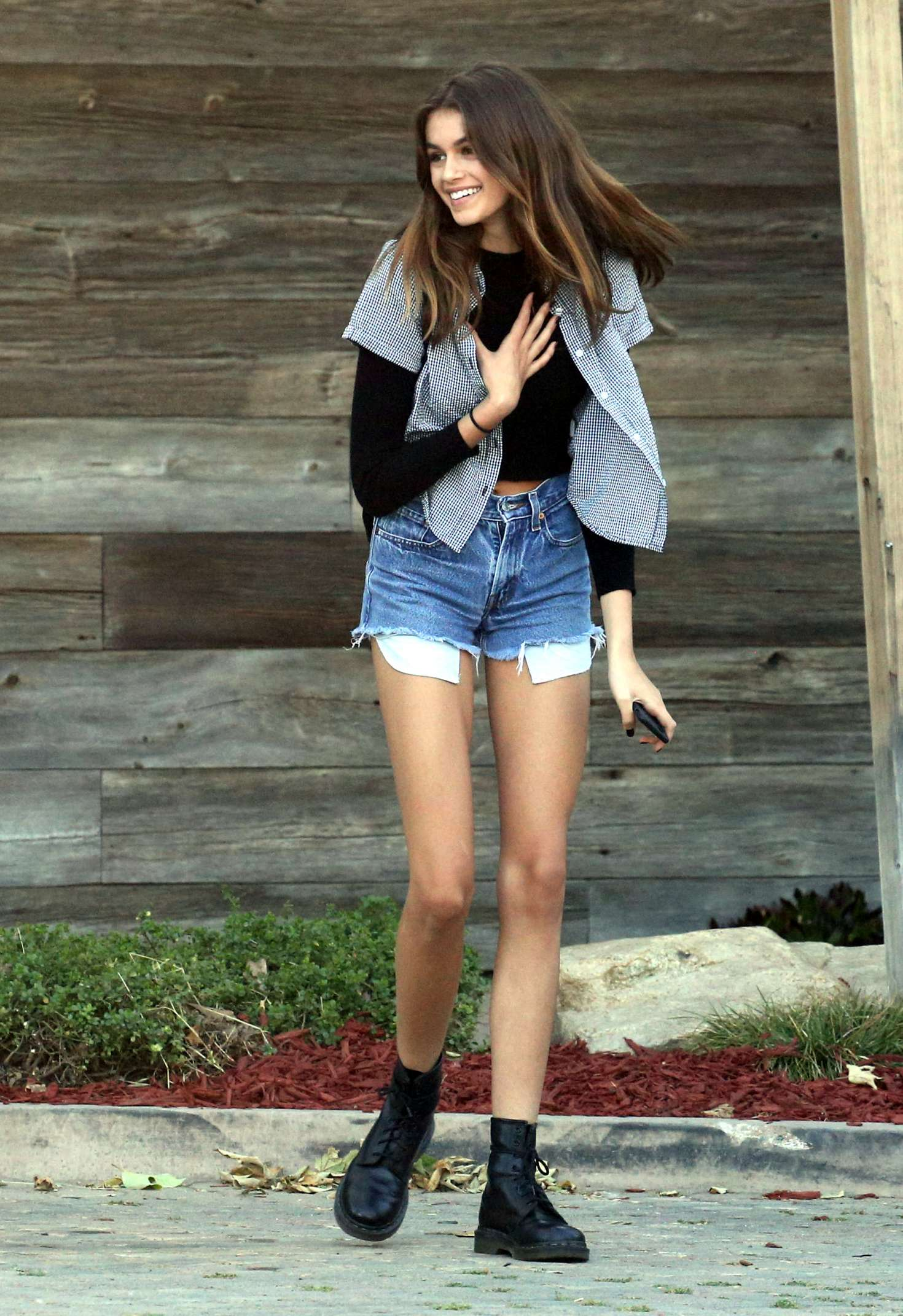 Cute Wallpapers For The Name Jasmine Kaia Gerber In Cut Offs 18 Gotceleb