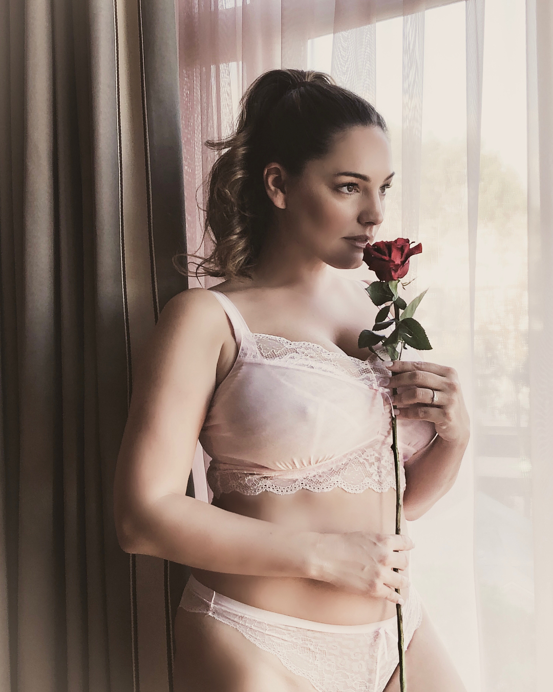 Kelly Brook Valentines Day Photoshoot 2018 08 GotCeleb
