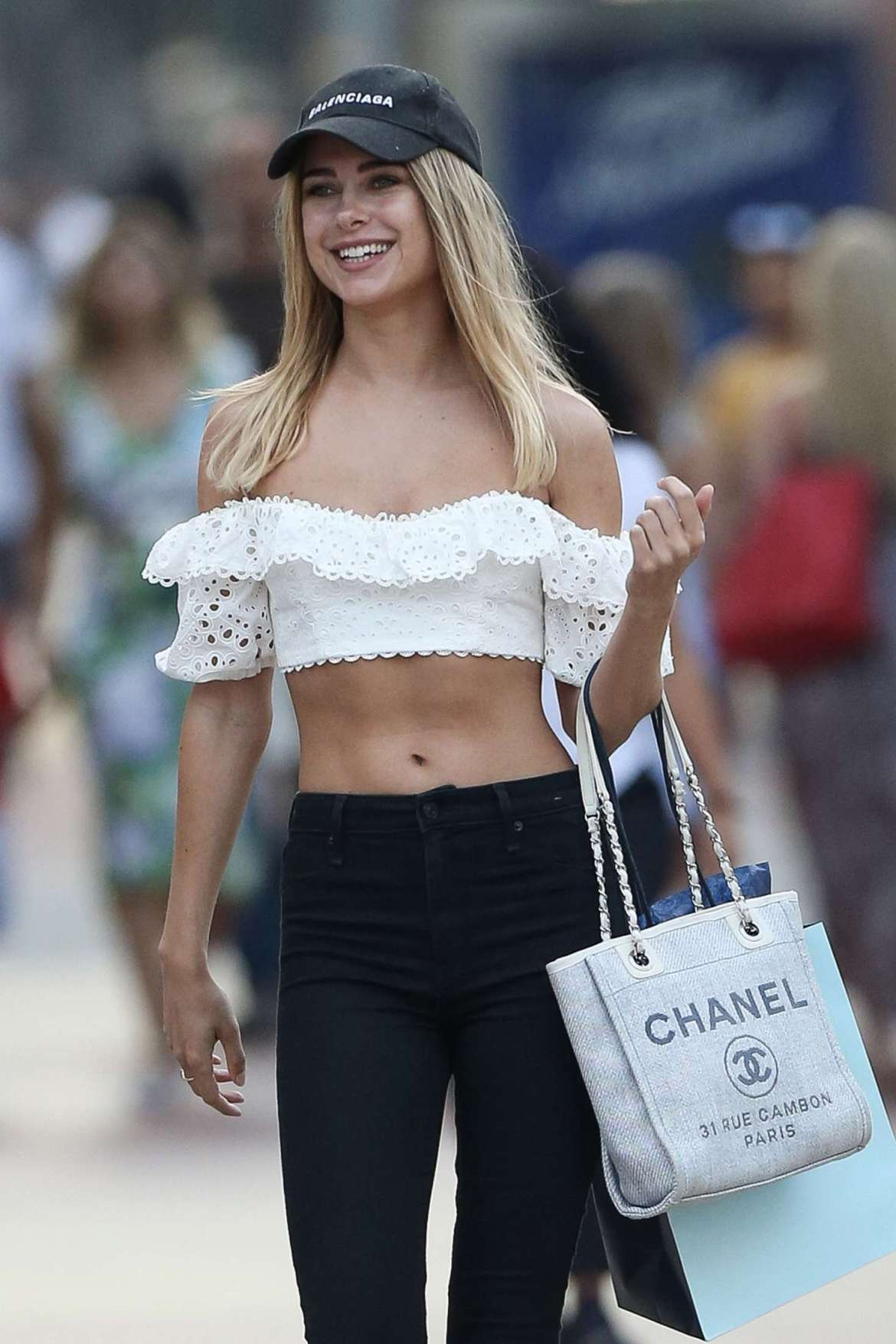 Kimberley Garner in Crop Top and Jeans – Shopping in Miami