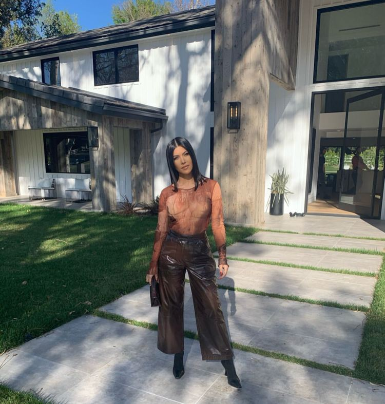 Kourtney Kardashian - Instagram and social media 13-17 ...