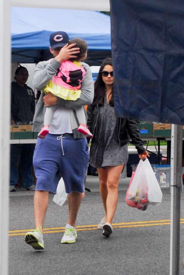 Mila Kunis With Family Farmers Market -01 - Gotceleb