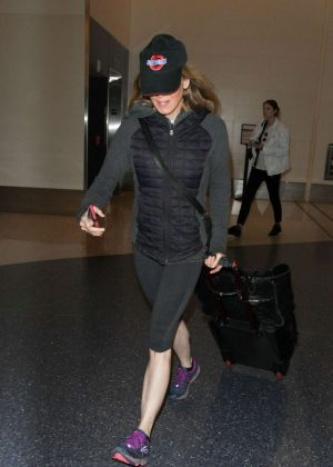 Fall Wallpapers 2017 Renee Zellweger In Tights At Los Angeles International Airport