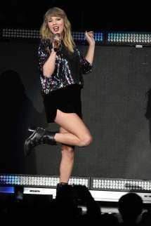 Taylor Swift Performs B96 Pepsi Jingle Bash -23