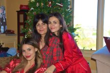 Victoria Justice And Madison Reed Christmas 2018 -01