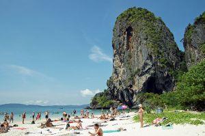800px-Phra_Nang_beach_14 (1)