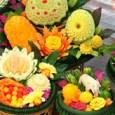 במשך עשרה ימים, האנשים ברבעים הסינים, במיוחד בפוקט ובדרום תאילנד, עורכים דיאטה טבעונית נוקשה. מתקיימים טכסים צבעוניים במקדשים סיניים, עם פסטיבל מזון ומצעדים.