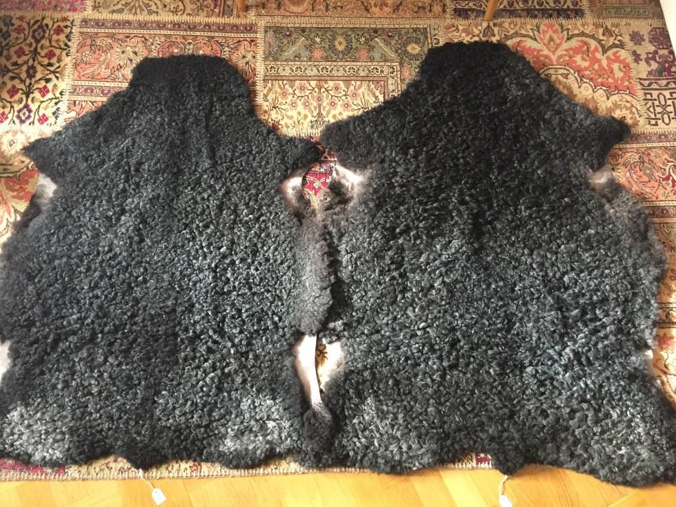 2 stora fårskinn