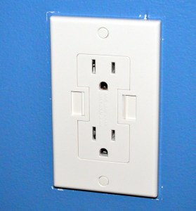 Power2U USB Wall Outlet Review - Smaller plate
