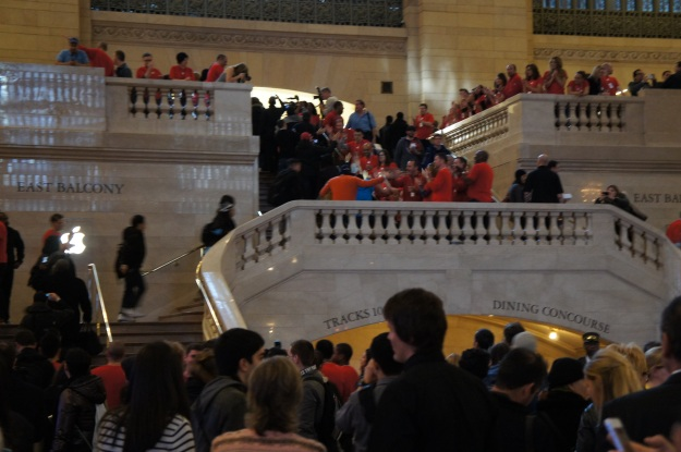 Grand Central Apple Store - employees line the stairs