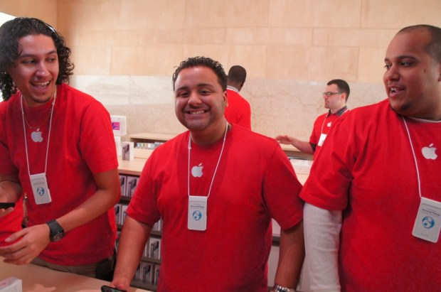 Grand Central Apple Store - Employees look pretty happy