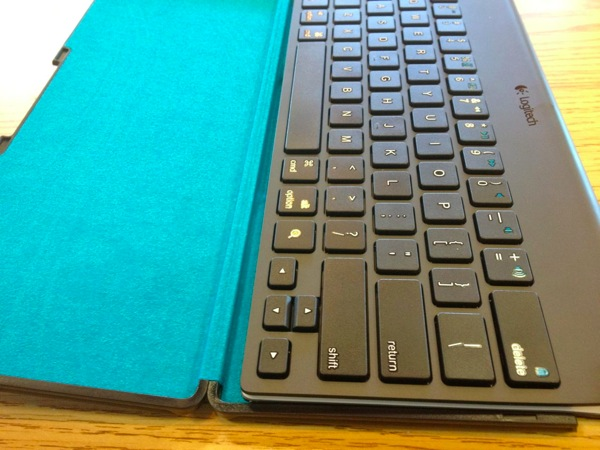 logitech tablet keyboard and carrying case