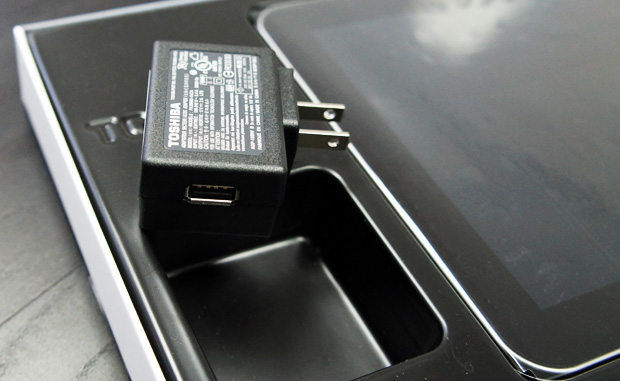 Excite 10 LE Unboxing USB Adapter