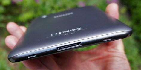 Samsung Galaxy Tab 2 7.0 bottom edge