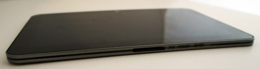 Toshiba Excite 10 LE bottom edge and port