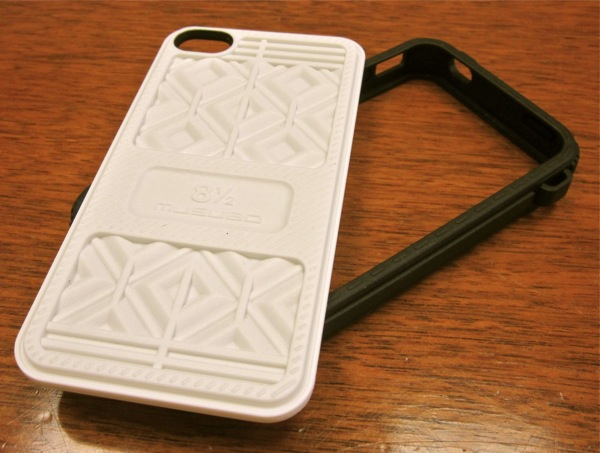 Musubo Sneaker case comes with two sole plates