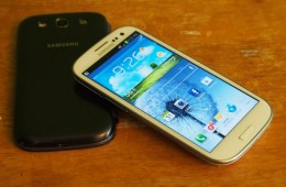Galaxy S III owners are dealing with a battery drain issue.