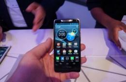 Motorola-RAZR-HD-12-575x382