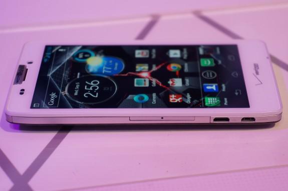 Motorola-RAZR-HD-9-575x38221