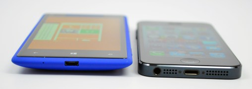 HTC 8X vs iPhone 5 Review - 10