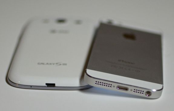 iphone 5 vs Galaxy S3 bottom