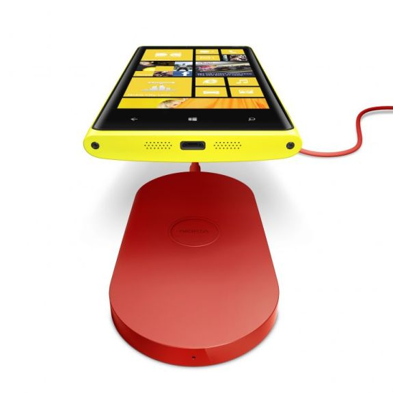700-nokia-wireless-charging-plate-dt-900-with-nokia-lumia-920