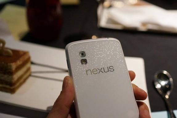White-Nexus-4-HERO-575x382