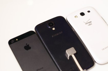 Samsung Galaxy S4 vs. Galaxy S3 vs. iPhone 5 Design