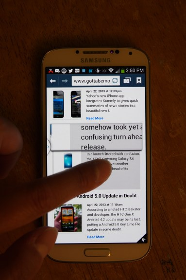 Air View hover feature shows magnified text when browsing a web page. Here, we're magnifying some copy text from the mobile view of the GottaBeMobile home page.