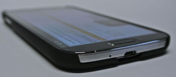cygnett black carbon fibre case for samsung galaxy s4 bottom