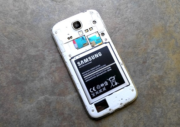The Galaxy S4 32GB hits AT&T later this month.