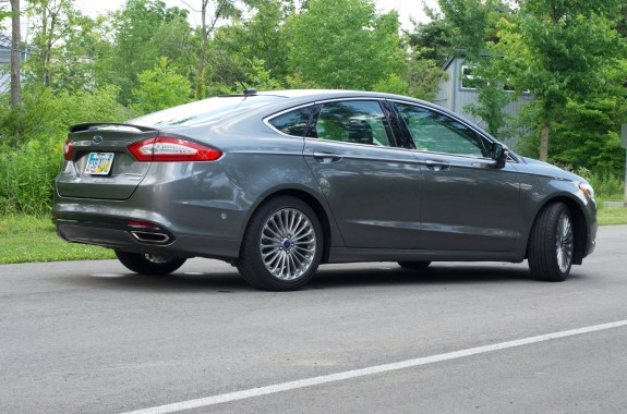 2013 Ford Fusion Review - 002