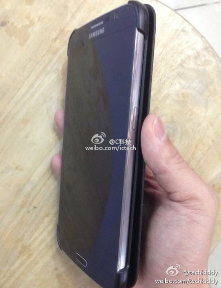 This could be a photo of a  Galaxy Note 3 or a Note 3 prototype.