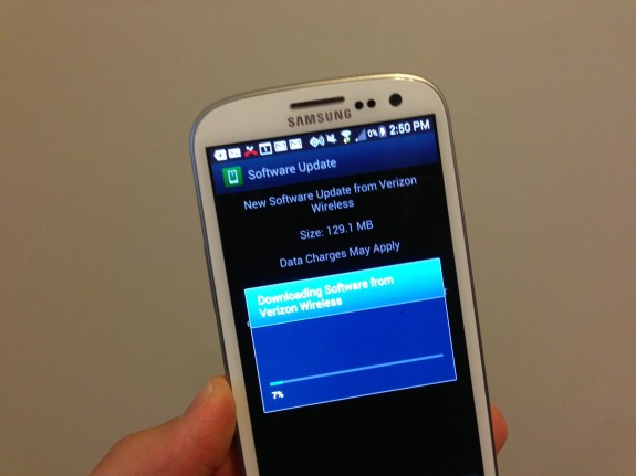 Verizon pulled the Samsung Galaxy S3 multi Window update for poor to no signal issues.