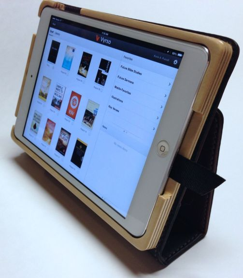 pad & quill aria case standing up