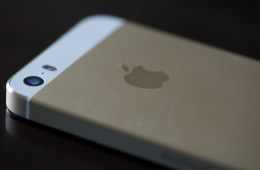 Get an email when the iPhone 5s is in stock at a local Apple Store.