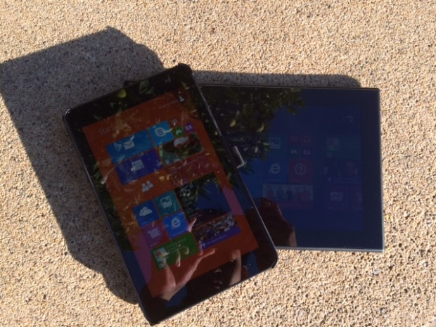 The Dell Venue 8 Pro (top, left), has a 400 nits display that appears to be brighter than the Lumia 2520 (bottom, right) display, which is rated at a brighter 650 nits. Both tablets are placed under direct afternoon sunlight in California, and auto-brightness was turned off on both devices with the screen brightness settings turned up to maximum.