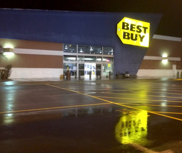 Find the Xbox One and PS4 in stock at Best Buy on Sunday.