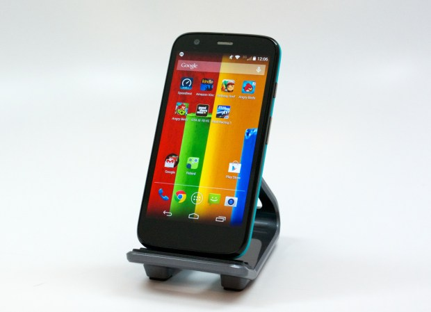 The Moto G display is a 4.5-inch screen with a 1280 x 720 resolution.